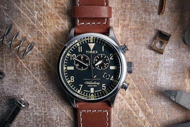 Jam tangan yang satu ini dibuat oleh Timex dan Red Wing. Desain jam tangan  ini menggunakan strap berbahan sama dengan signature boots dari Red Wing. 5e5232e5d5