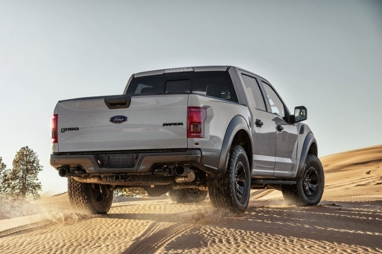 2017-ford-f150-raptor-supercrew-3